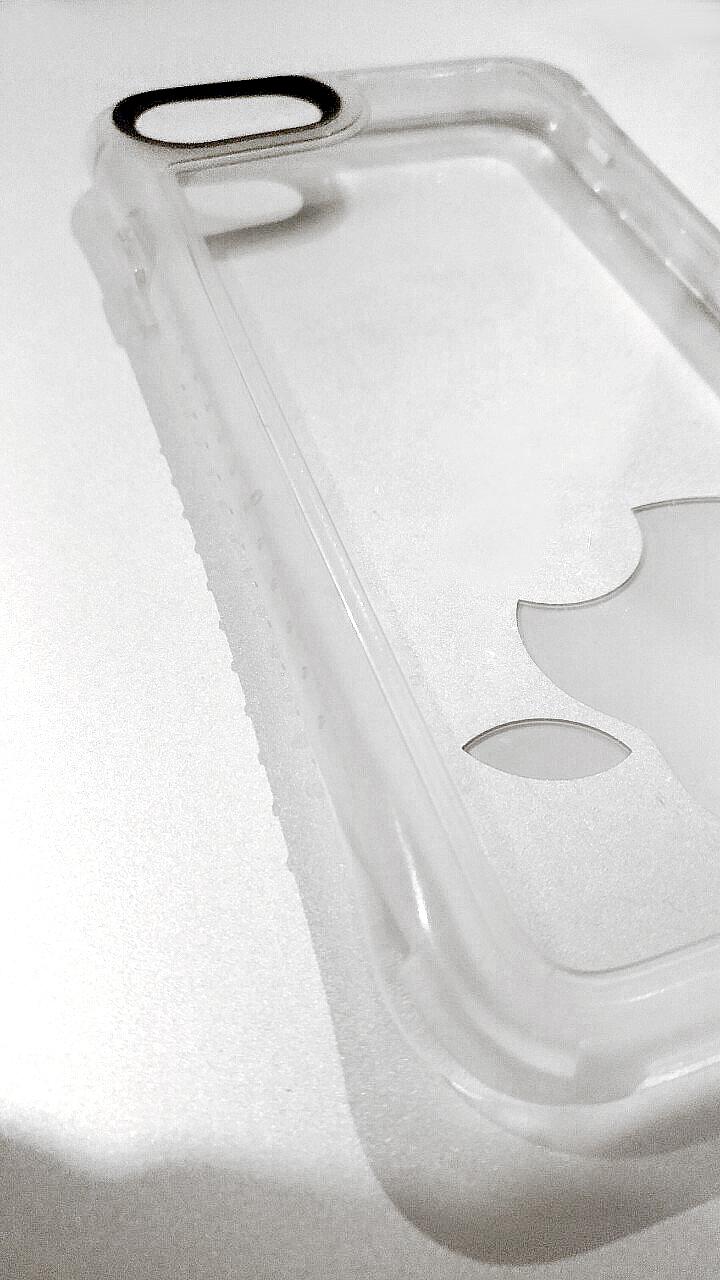 iPhone7の掴みやすさを格段にアップさせ、女性でも落とさないアーク状設計