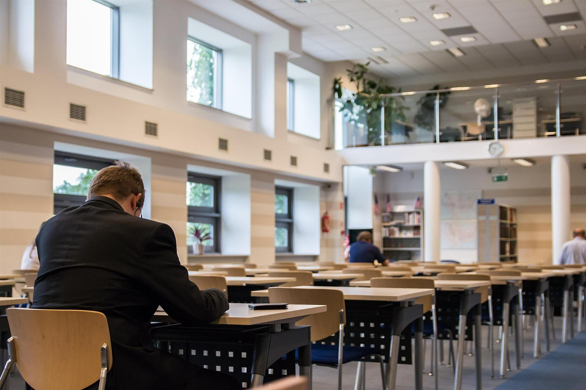 古い図書館と新しい図書館では勉強の効率が変わるんです!